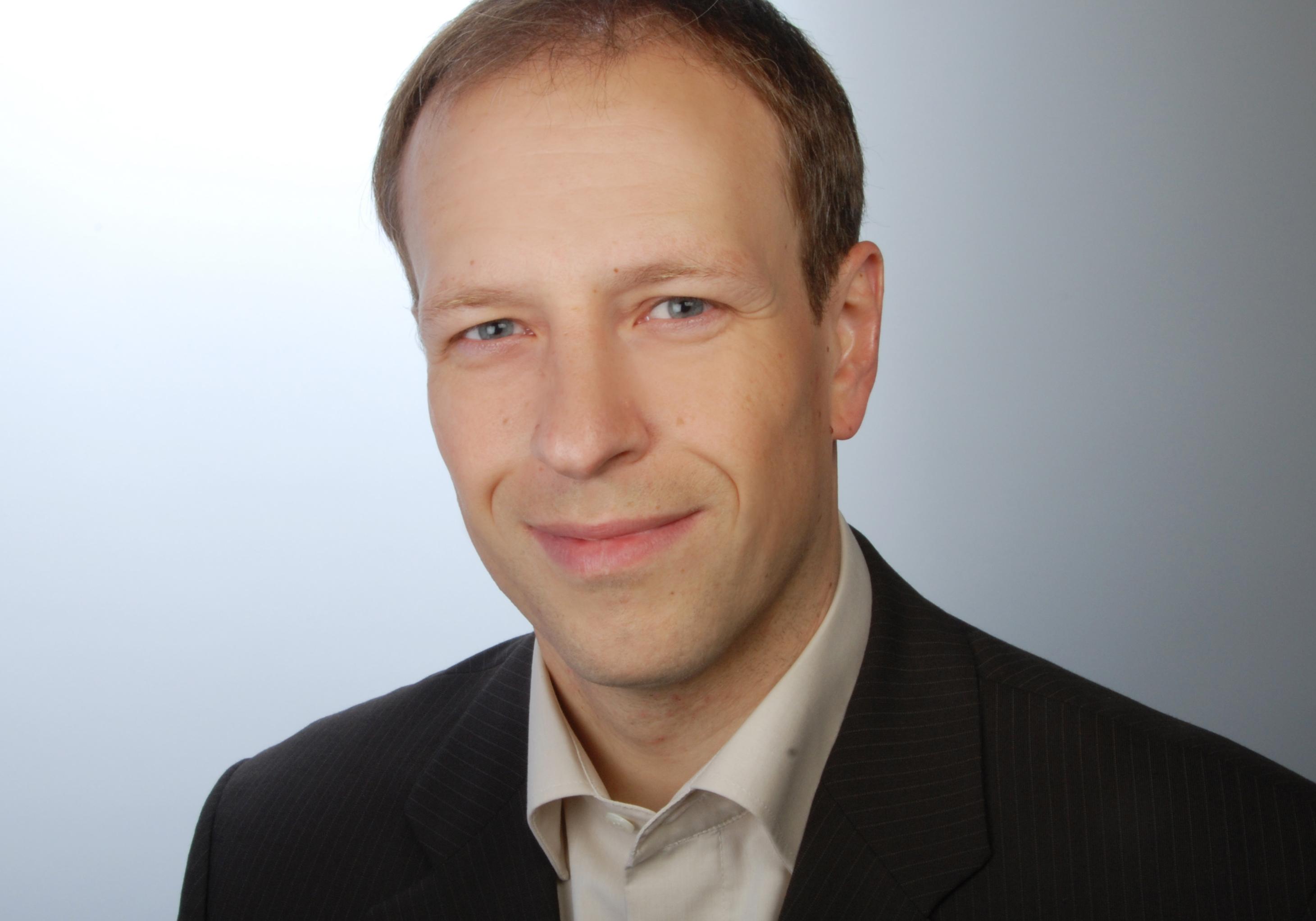 Dr Michael Thiel